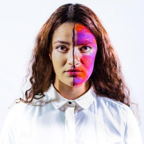 Not Her: Το 1ο single από την Eleni Era πριν την κυκλοφορίας του Rise Love την 1η Μαρτίου από τη Louvana Records