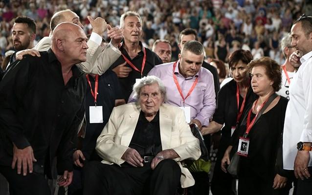 """Πήγαμε / Είδαμε: """"Μίκης Θεοδωράκης – Είσαι Έλληνας! Αυτό που ήσουν κάποτε θα γίνεις ξανά"""", γράφει η Χριστίνα Κοτσόβολου"""