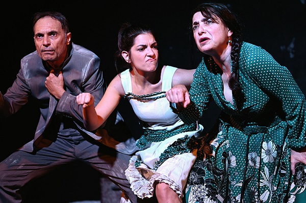 """Πήγαμε / Είδαμε : """"Η Σινε-παρμένη μία παράσταση που κυριολεκτικά τα έχει όλα"""" γράφει η Κωνσταντίνα Κούτσικου"""