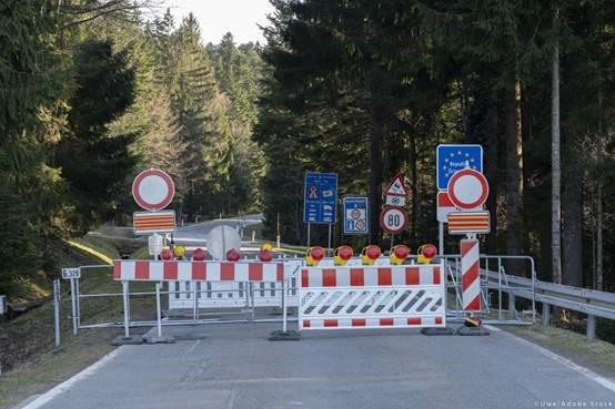 Το ΕΚ ζητά να αποκατασταθεί άμεσα η πλήρως ελεύθερη μετακίνηση εντός Σένγκεν