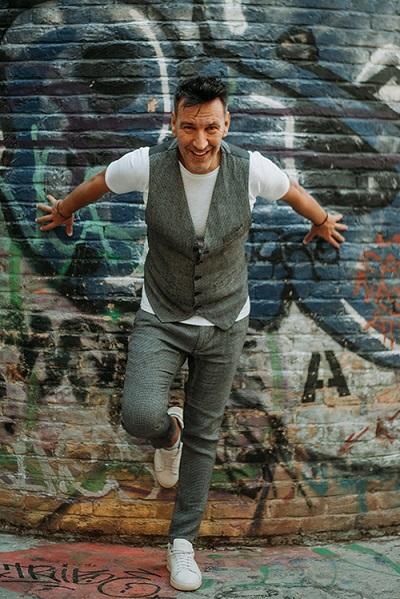 """""""Μαγούλα"""" το νέο single του Δημήτρη Αϊβαλιώτη κυκλοφορεί από την Walnut Entertainment"""