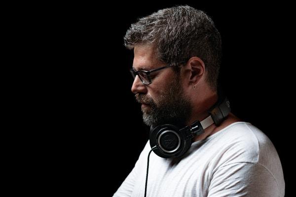 """Το 1ο DJ set του φθινοπώρου με τον Γιάννη Χρυσογόνου την Παρασκευή 18 Σεπτεμβρίου στο """"σχεδία home"""""""