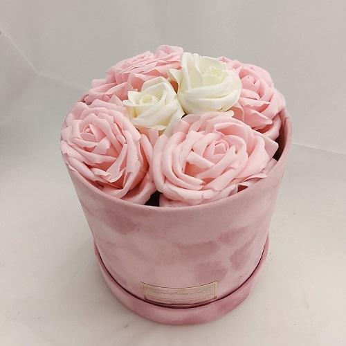 Κερδίστε 1 ροζ βελούδινο κουτί με soap roses προσφορά του ανθοπωλείου Πανταζή (ο διαγωνισμός έληξε)