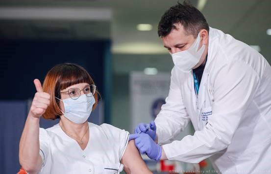 COVID-19: συζήτηση για επιτάχυνση του εμβολιασμού με τους επικεφαλής των φαρμακευτικών