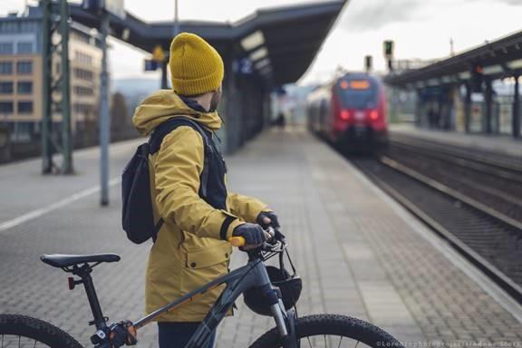 Το Ευρωπαϊκό Κοινοβούλιο αναβαθμίζει τα δικαιώματα των επιβατών στα τρένα