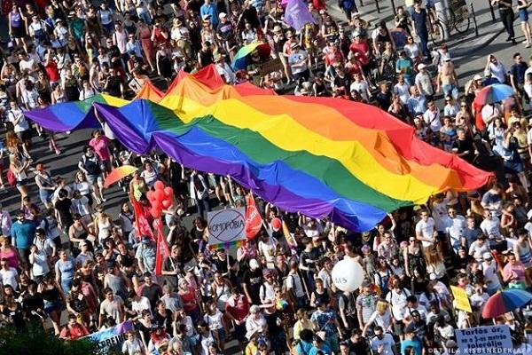 Το Κοινοβούλιο σφόδρα αντίθετο στον αντι-ΛΟΑΤΚΙ νόμο της Ουγγαρίας