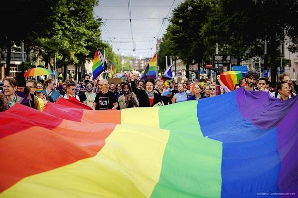 Οι γάμοι και τα σύμφωνα μεταξύ ατόμων του ιδίου φύλου να αναγνωρίζονται σε όλη την ΕΕ